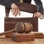 35863692-kaukasisch-advocaat-in-de-rechtbank-law-concept